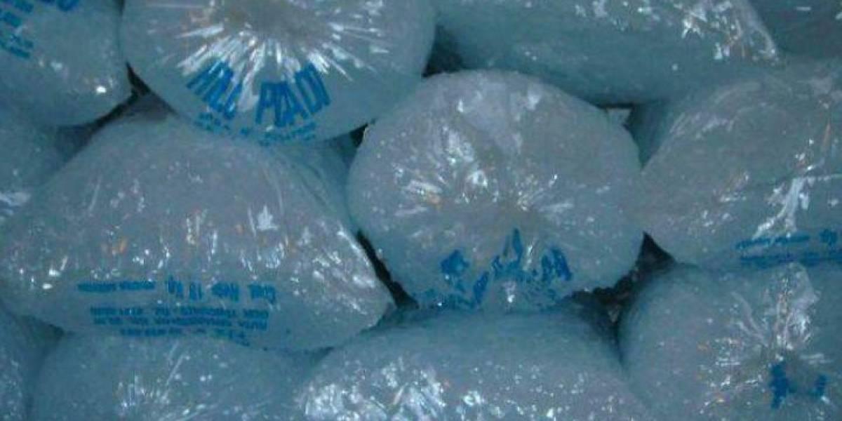 Roban decenas de bolsas de hielo de farmacia en San Juan