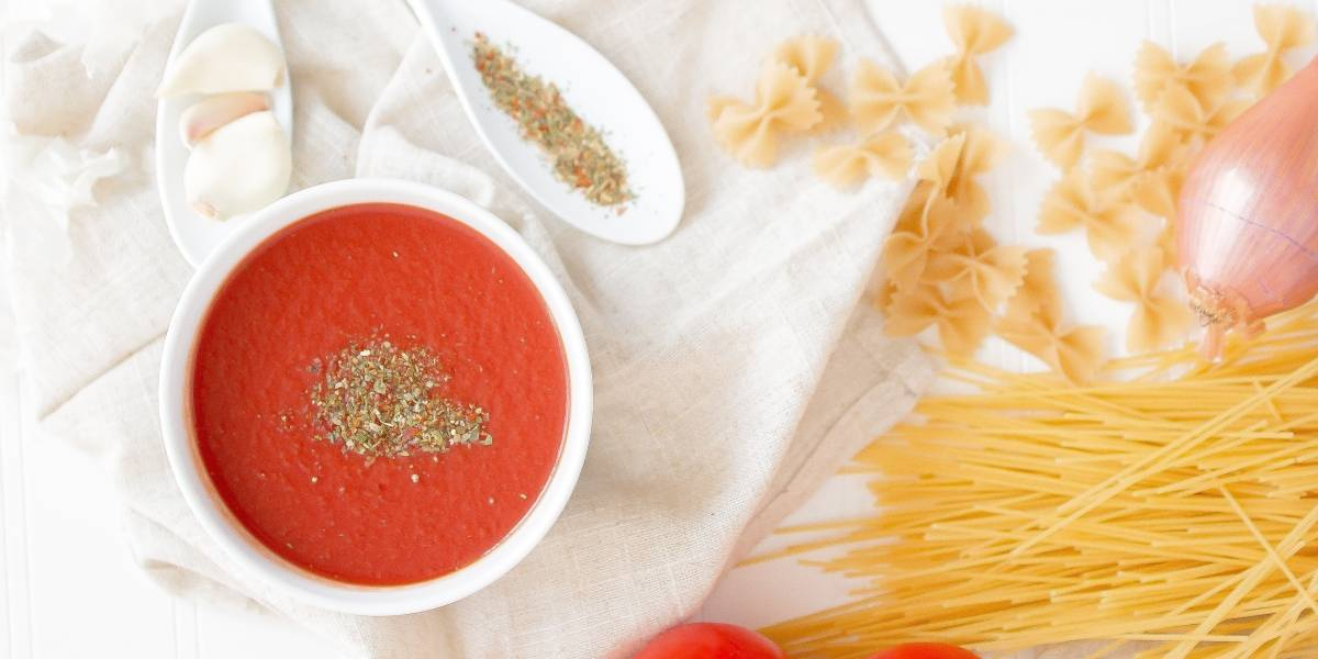 Dica extraordinária para tirar o gosto ácido do molho de tomate