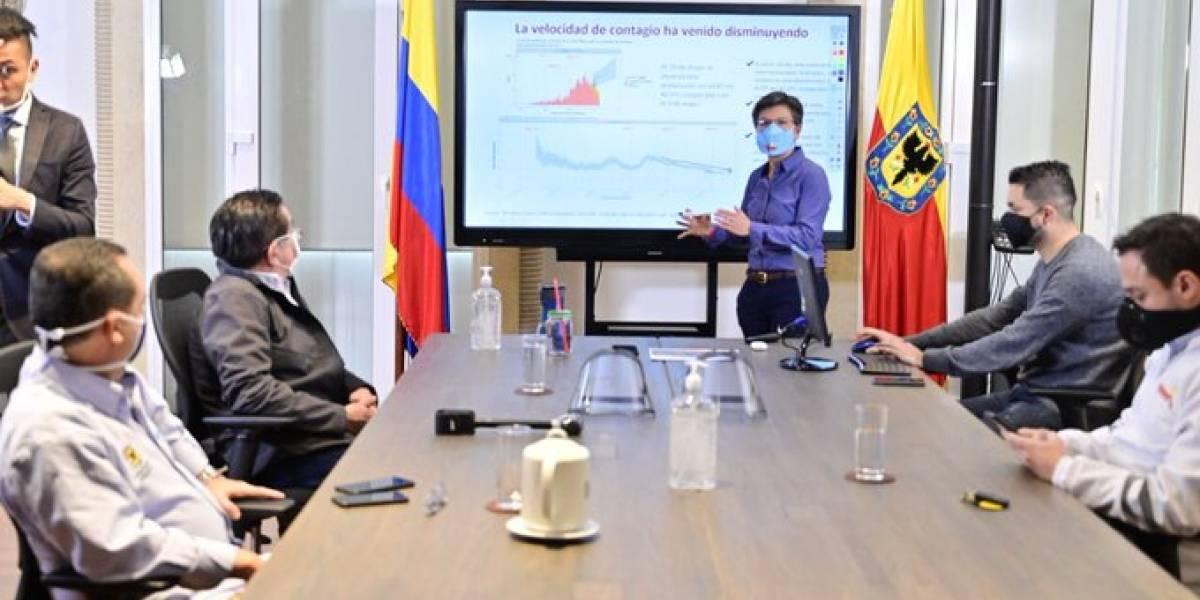 Alcaldesa Claudia López abre el comercio con pico y cédula en Bogotá
