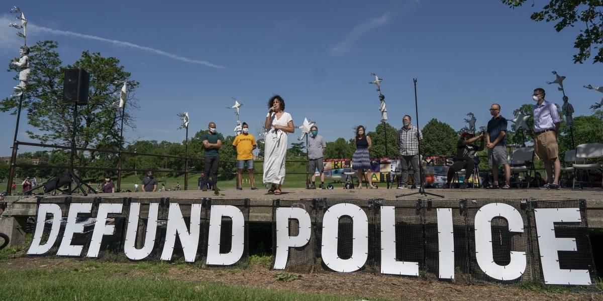 Renuncian policías de Minneapolis por falta de apoyo