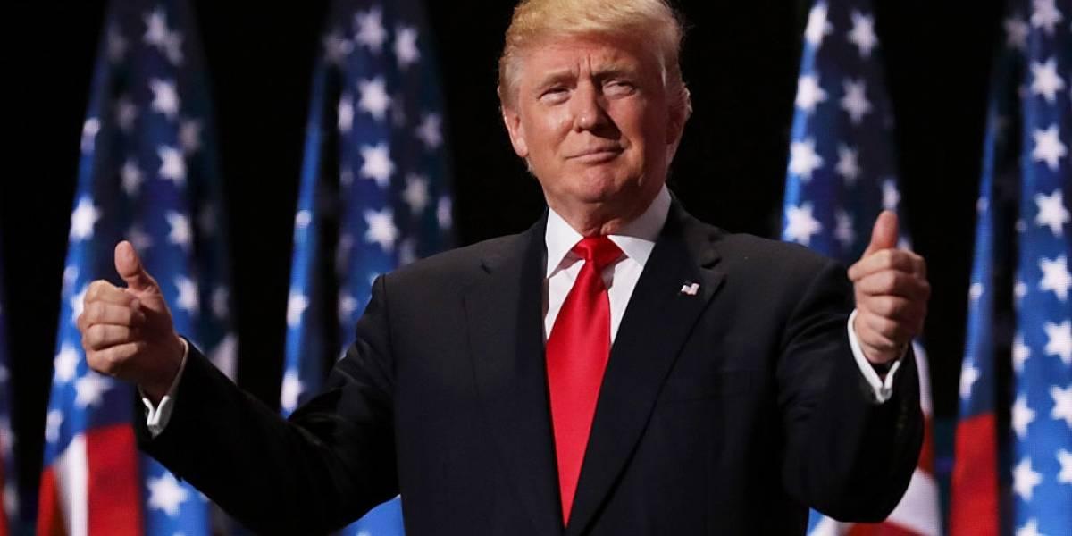 Trump cumple 74 años y sus seguidores le dedican el hashtag #AllBirthdaysMatters y una caravana