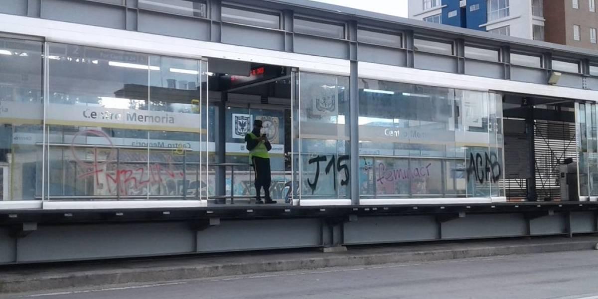 Protesta contra la cuarentena degeneró en actos vandálicos y ataques contra TransMilenio