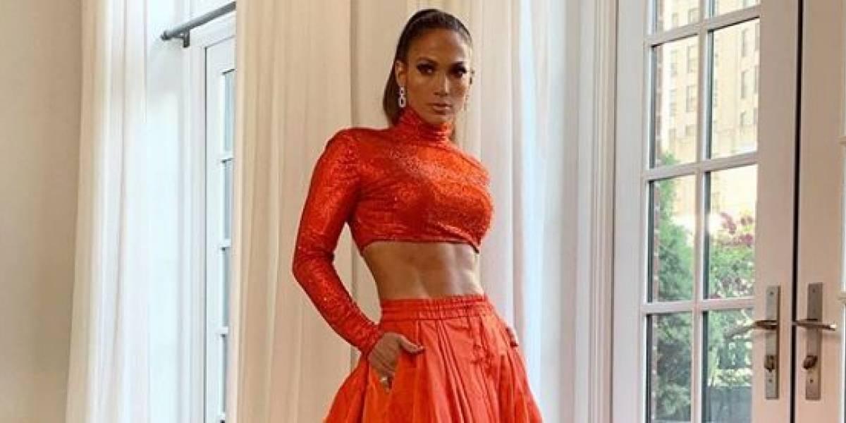 Jennifer Lopez luce su cuerpazo en un jumpsuit nude cubierto de cristales recordando su gira
