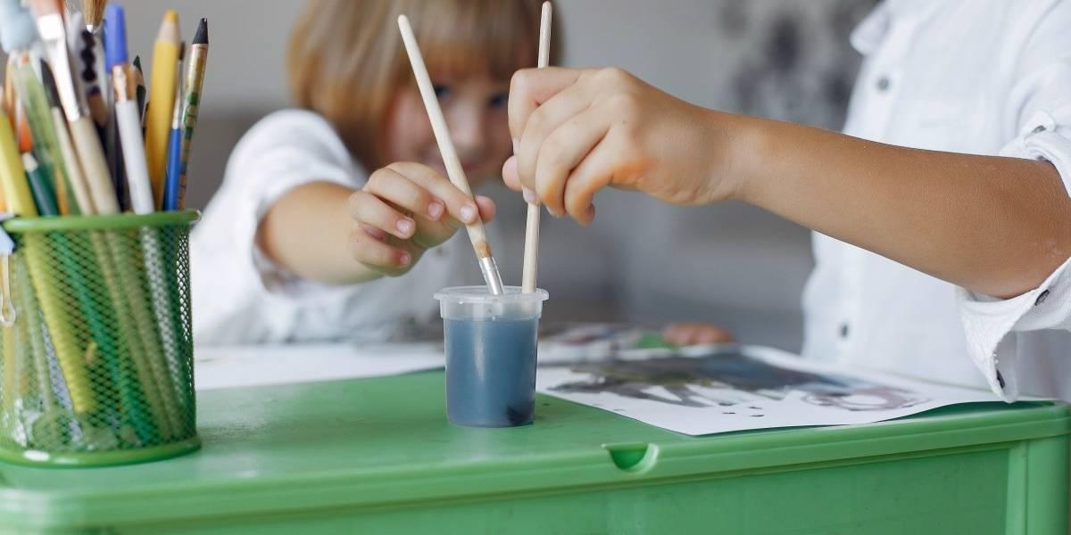 Crianças pequenas ou adolescentes: quem priorizar na volta às aulas?