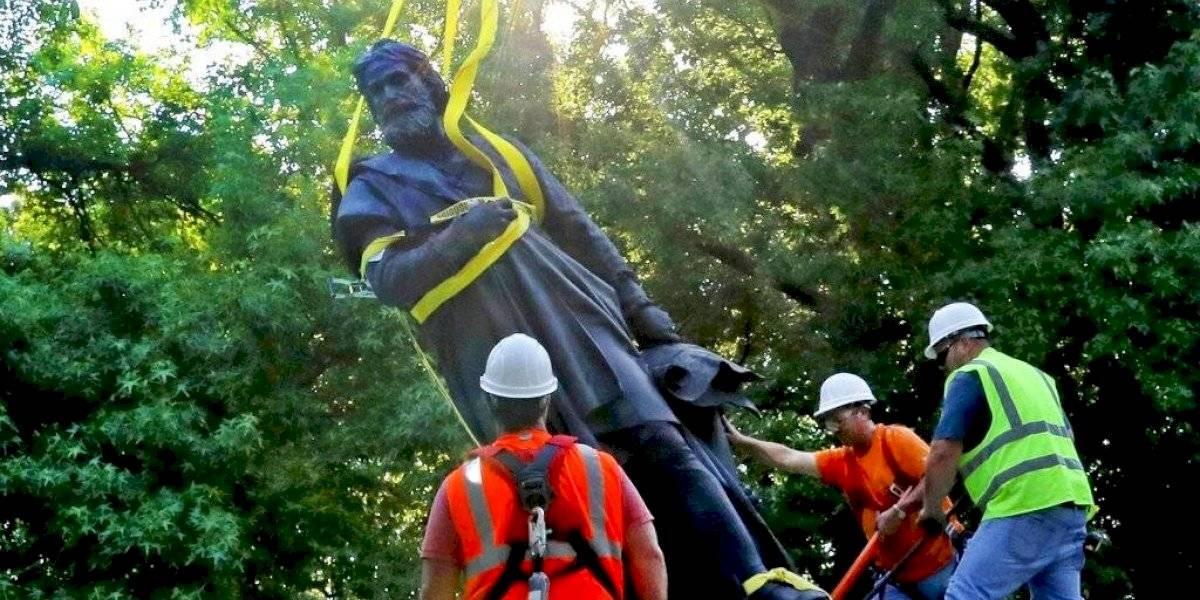 Cae otra estatua de Cristóbal Colón, esta vez en la ciudad de San Luis