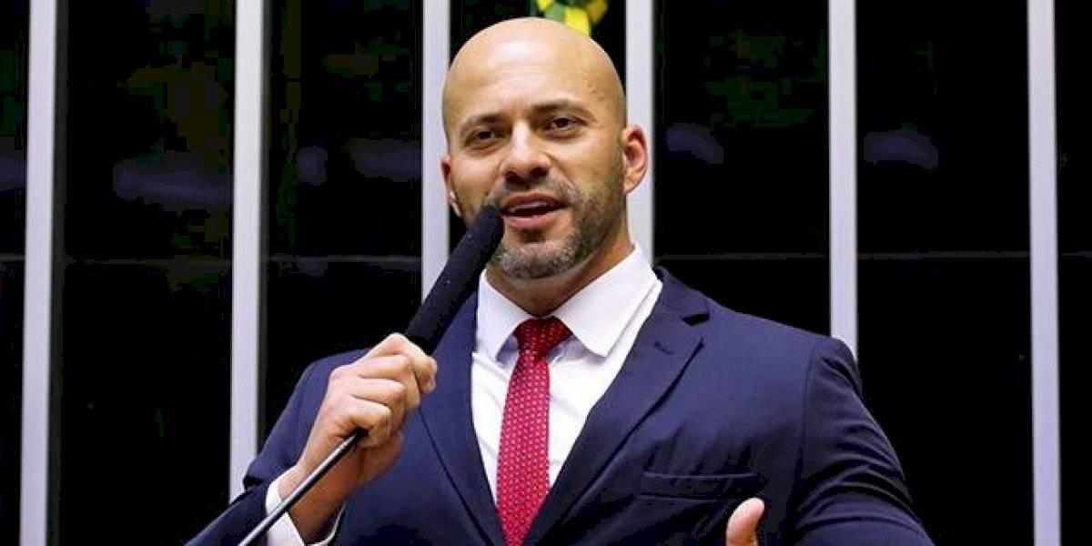 PF apreende celulares com Daniel Silveira; Câmara adia votação
