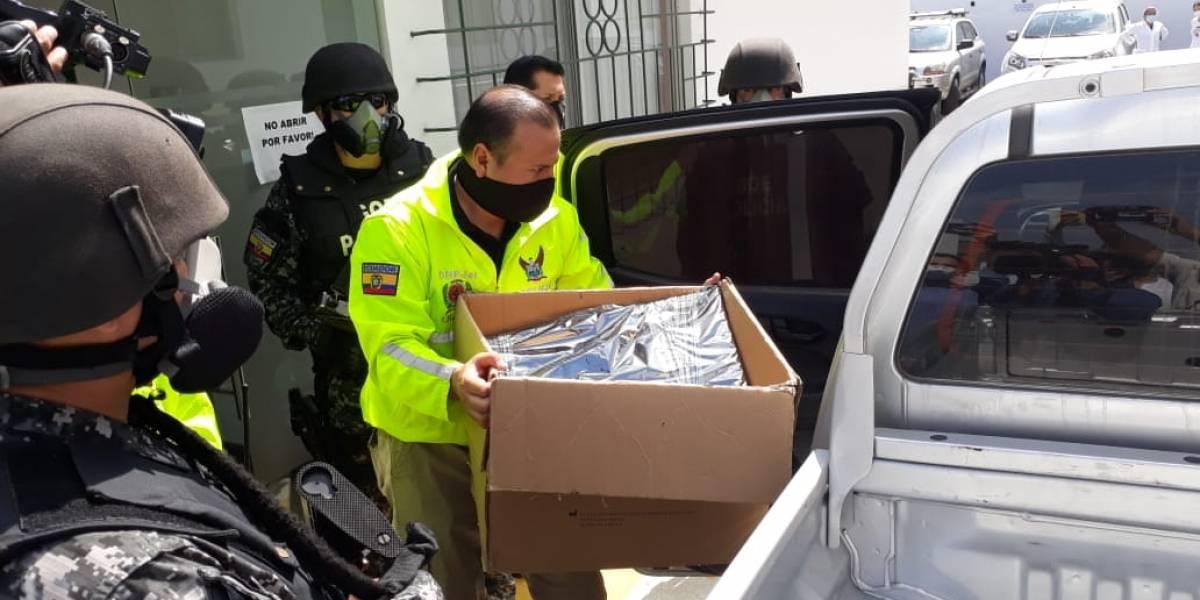 Incautan más de 400 pruebas de COVID-19 tras allanamientos por investigación en Hospital del IESS de Durán