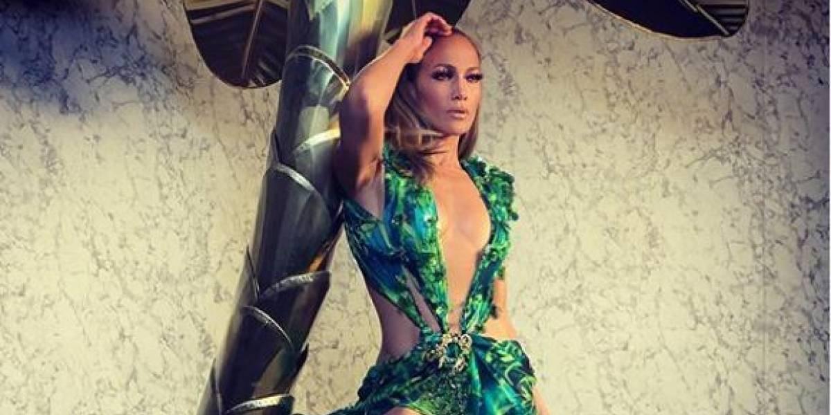Jennifer Lopez luce su cuerpazo en pantalón de cuero y top corto muy atrevido