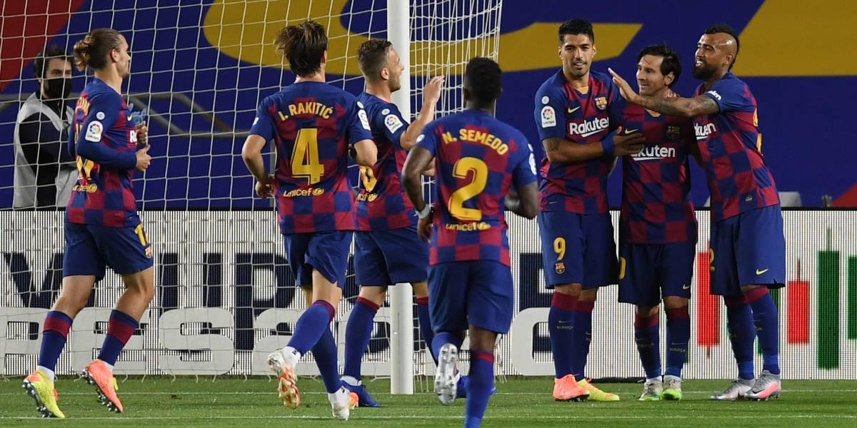 Con Vidal los últimos 30 minutos, Barcelona ganó y sigue como líder en España