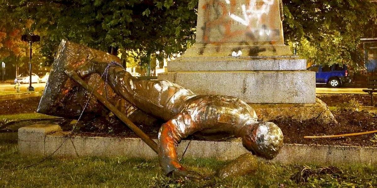 Estados Unidos: Manifestantes tiran estatua confederada en Richmond
