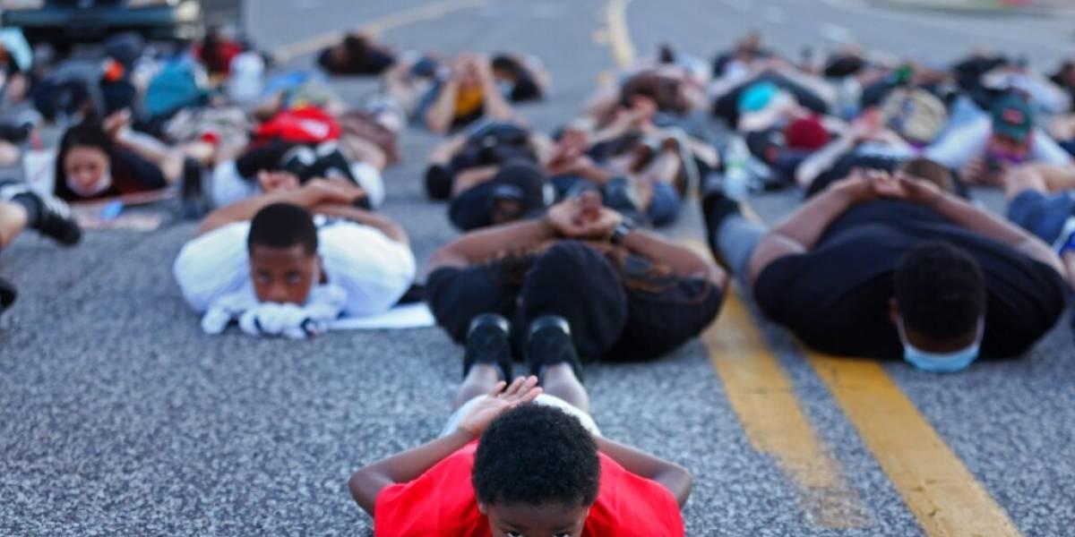 Otro más: presentan cargos contra policía blanco que agredió a hombre negro en Missouri