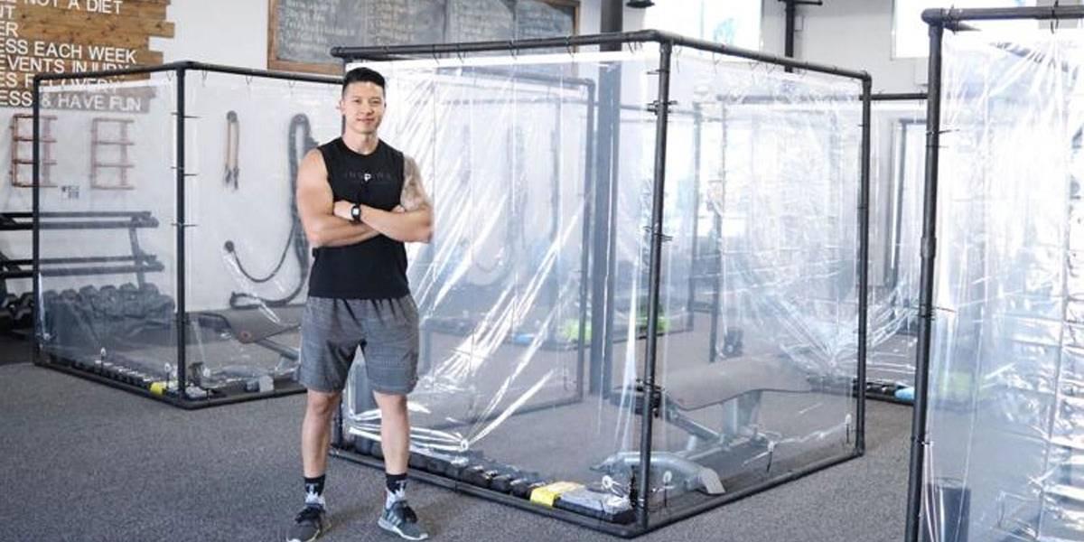 Contra covid-19, academia cria 'cápsula de plástico' para treino
