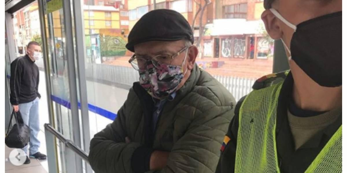(VIDEO) Denuncian a anciano que se masturba frente a mujeres y niñas en TransMilenio
