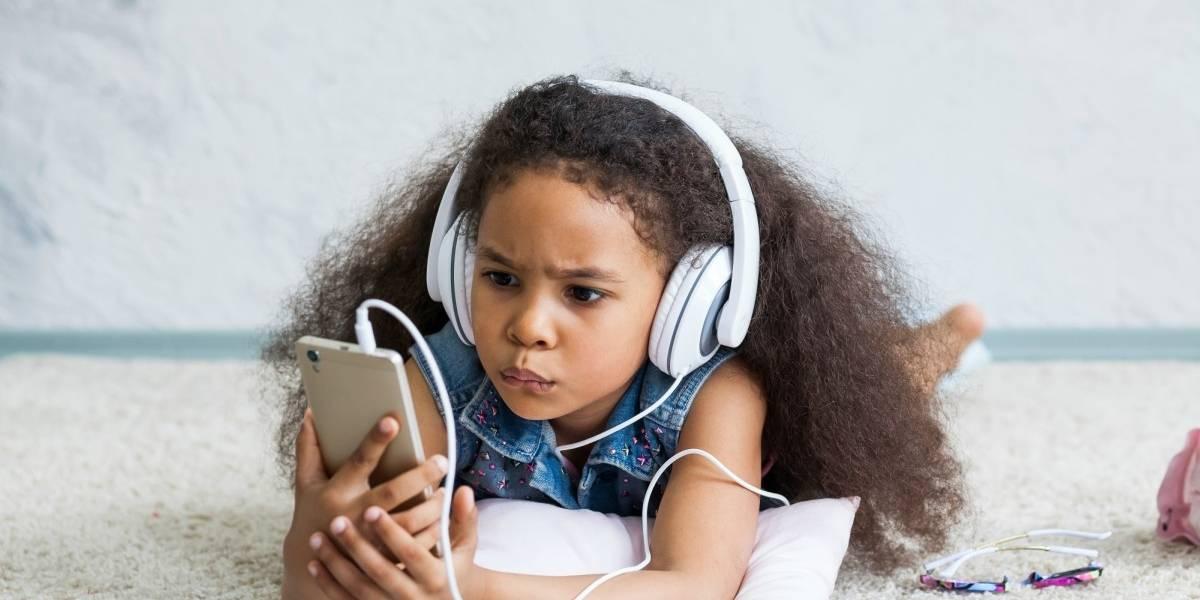 56% das crianças possuem conta em rede social - mas 40% dos pais não monitoram essa atividade
