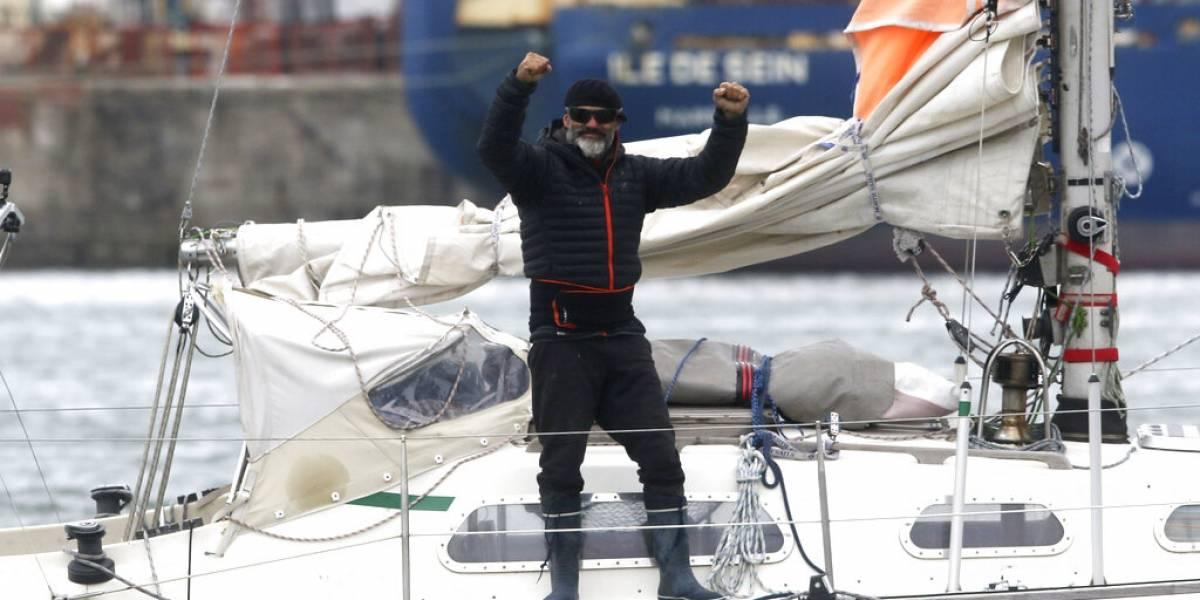 Argentino cruza en tres meses en soledad el Atlántico en un velero para ver a sus padres