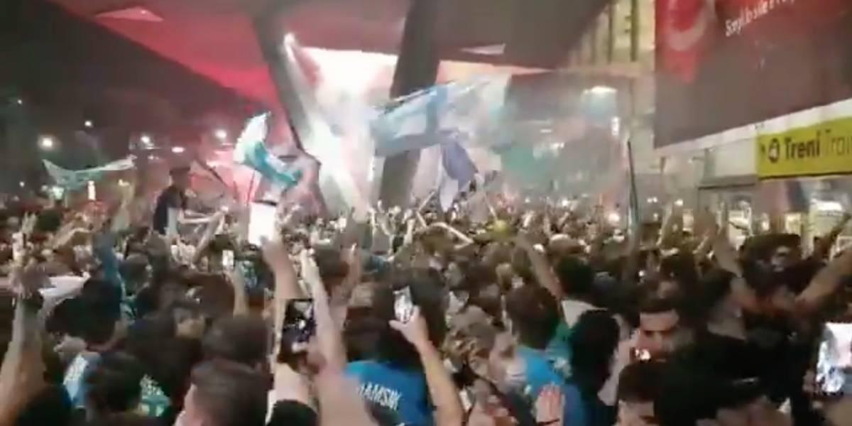VIDEO | Fuertes críticas por las aglomeraciones en Nápoles tras el título de la Copa Italia