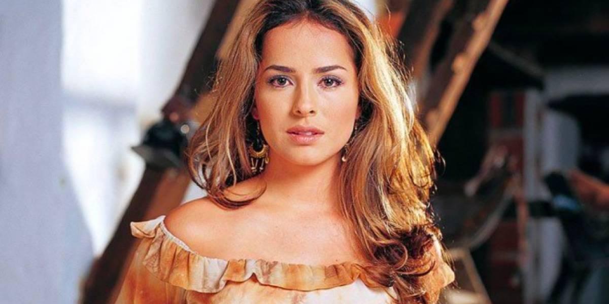 La sugestiva foto en bata de Danna García que dejó infartados a varios