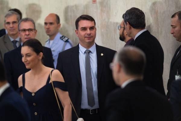 Flavio Bolsonaro da positivo por coronavirus: hijo del presidente está aislado desde el lunes