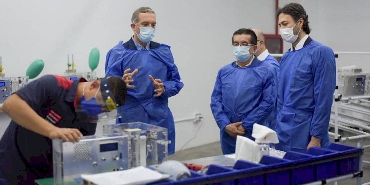 Ministro de Salud conoció el funcionamiento de los ventiladores mecánicos creados en Medellín