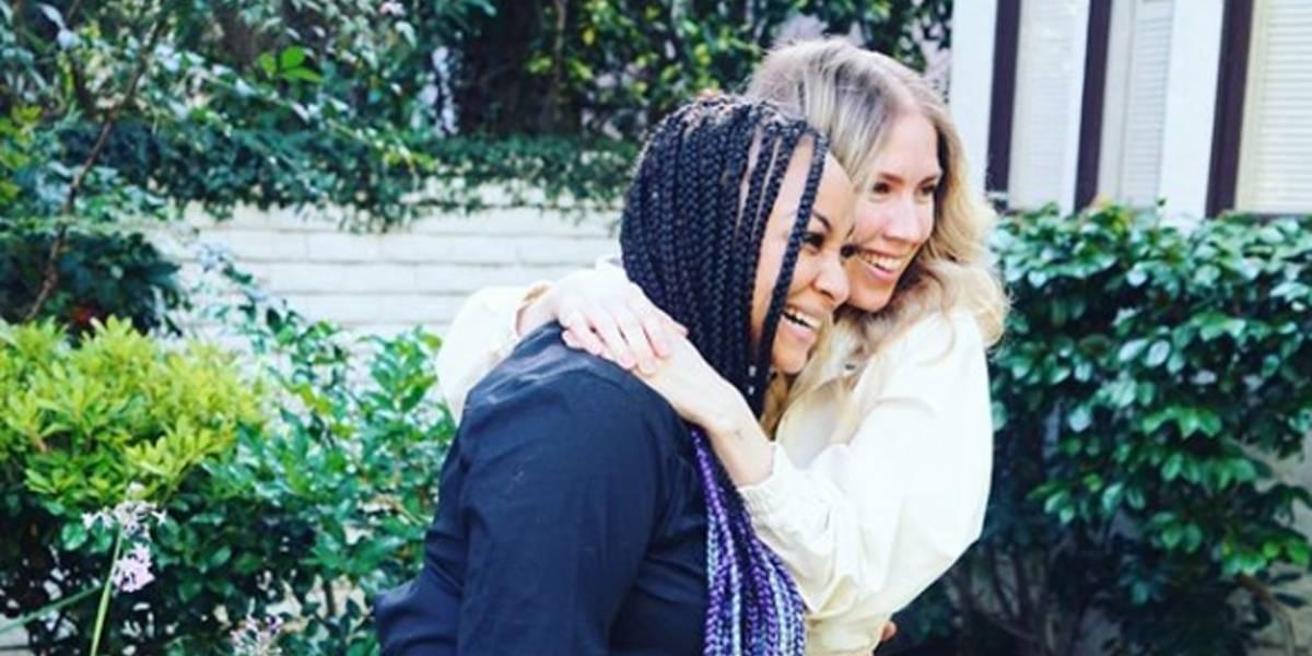 Raven-Symoné se casa com a namorada em cerimônia íntima