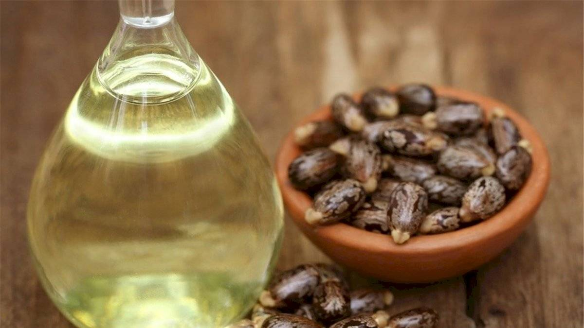 El aceite de ricino es ideal para alargar tus pestañas