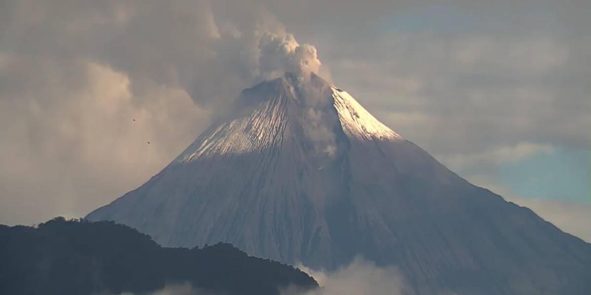 No amanece en algunos cantones de Chimborazo por caída de ceniza del volcán Sangay