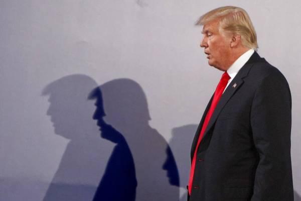 Aseguran que miembros del gabinete de Trump estudian destituirlo de la presidencia