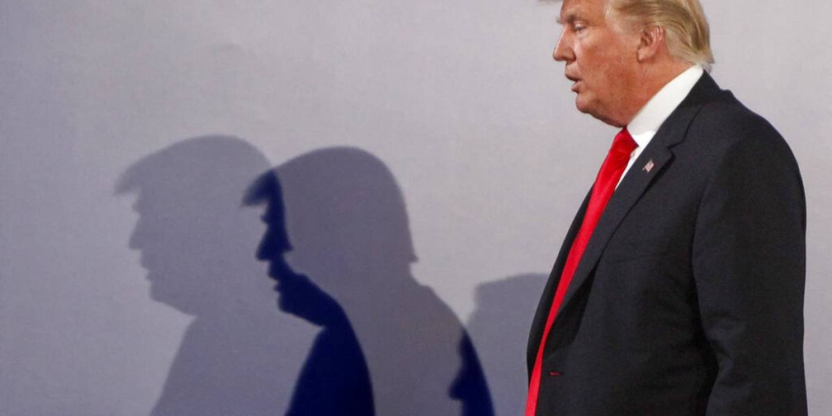 Facebook saca anuncios de campaña de Donald Trump con símbolo usado por los nazis