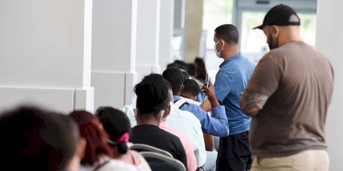 Alegan empleados del DTRH cobran de $300 a $400 a ciudadanos para tramitar solicitudes de desempleo