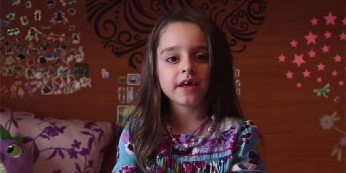 Garota trans de 7 anos compartilha mensagem emocionante em vídeo: 'gênero é uma questão de liberdade'