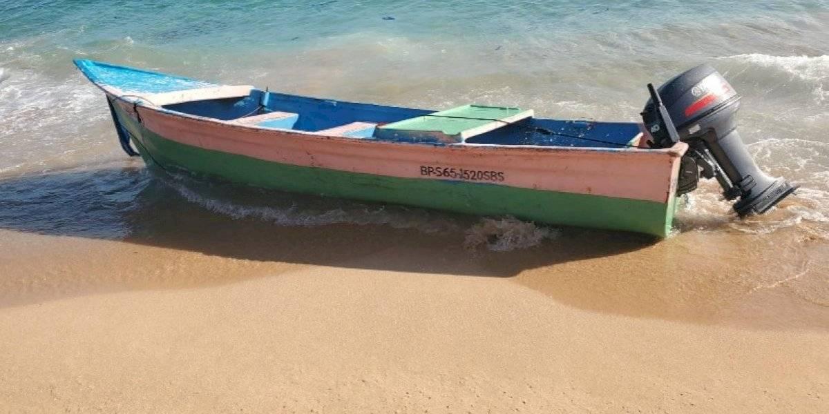 Abandonan embarcación en playa de Manatí