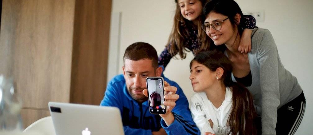 Las videollamadas son una de las opciones para mejorar nuestro estado de ánimo en cuarentena