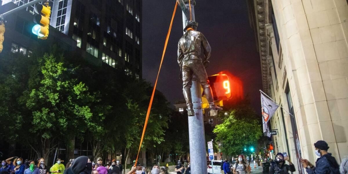 """Furia por violencia racial: """"Ahorcan"""" a un confederado en Carolina del Norte"""