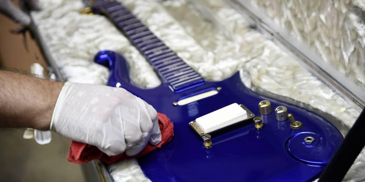 Guitarra de Prince es subastada por más de 560,000 dólares