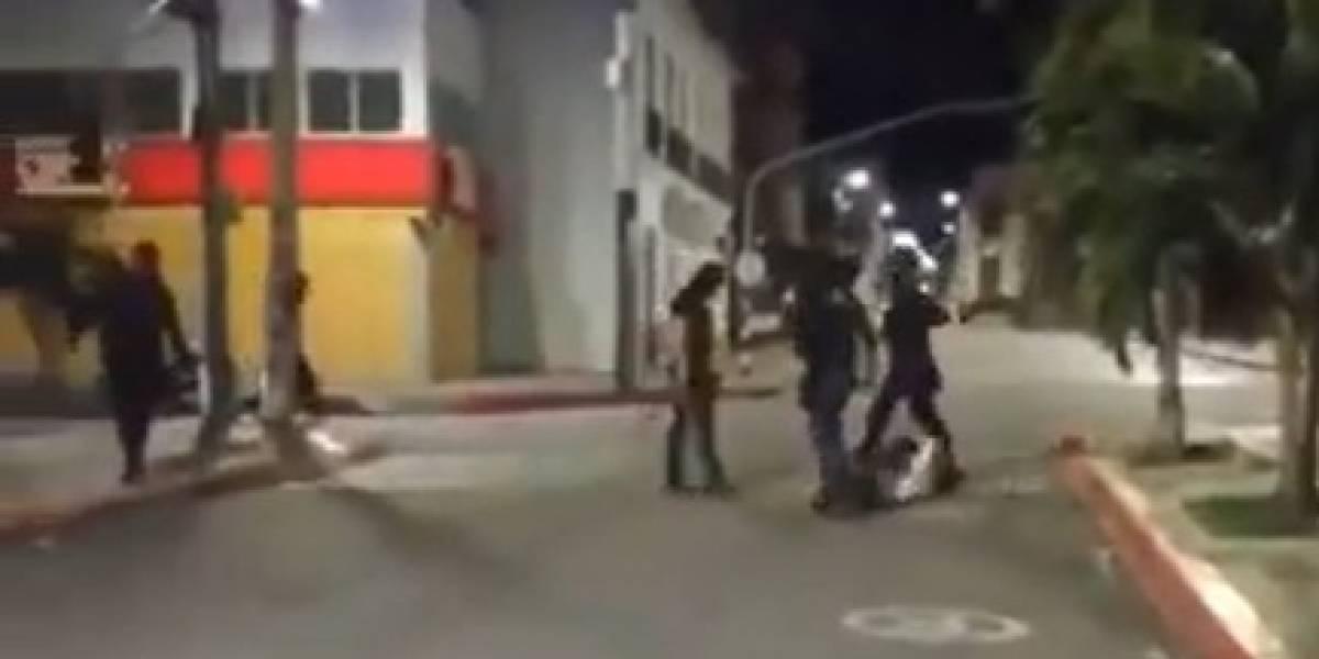 ¡Brutal agresión! Encapuchados golpean con machetes a habitantes de calle y vendedores ambulantes