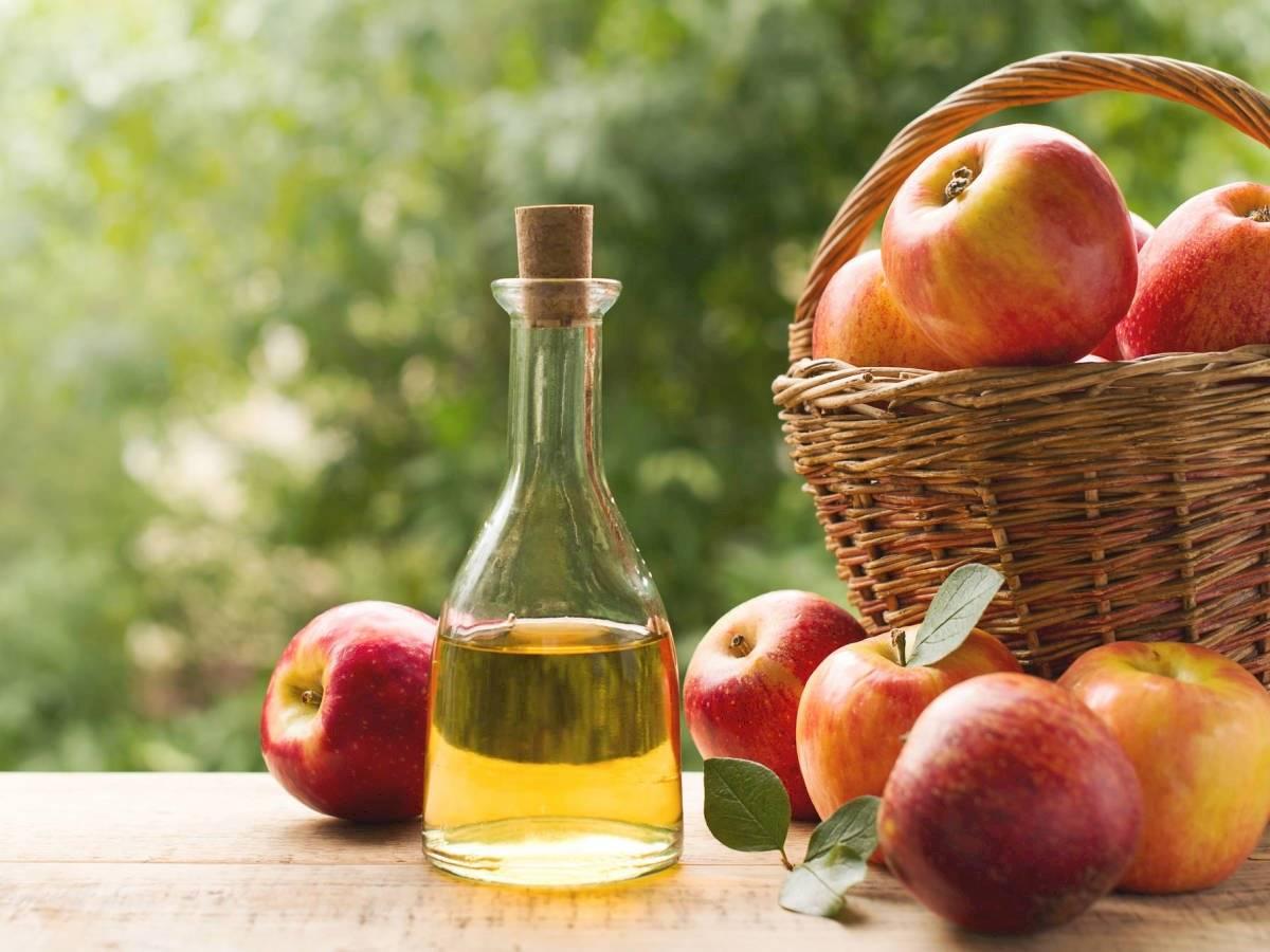 Los masajes con vinagre de manzana son perfectos para combatir la celulitis