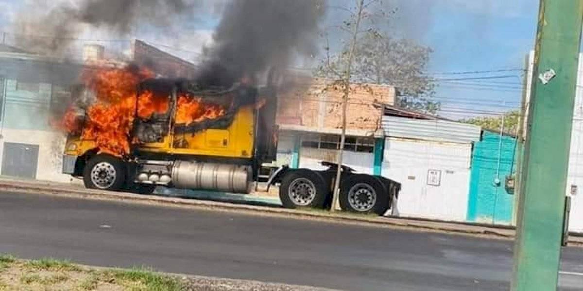 Operativo en Guanajuato deja varios negocios y vehículos incendiados