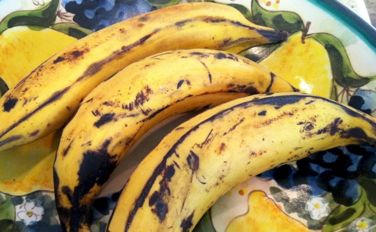 El plátano contiene minerales y proteínas que favorecen el crecimiento del cabello