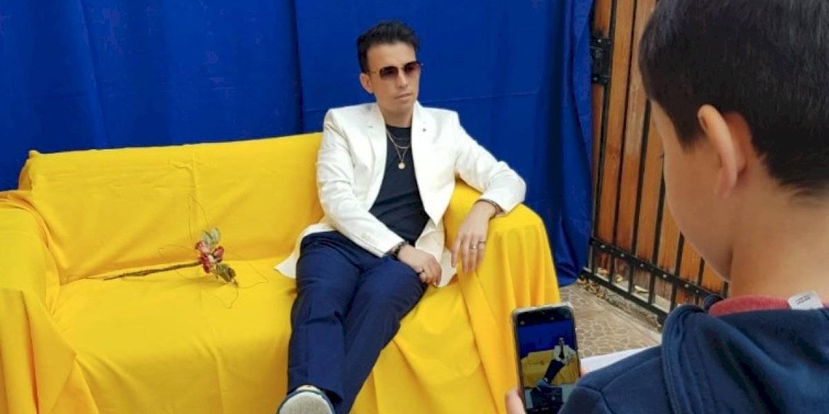 """Lo grabó en un """"walk-in-closet"""": """"Cuarentena"""" es el nuevo single hecho 100% en casa del artista chileno Luis Pedraza"""