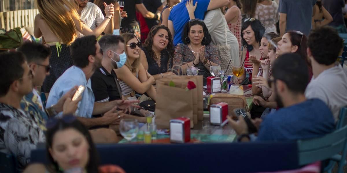 No pasa sólo en Chile: fiestas ilegales en toda Europa abren miedo de rebrote de coronavirus