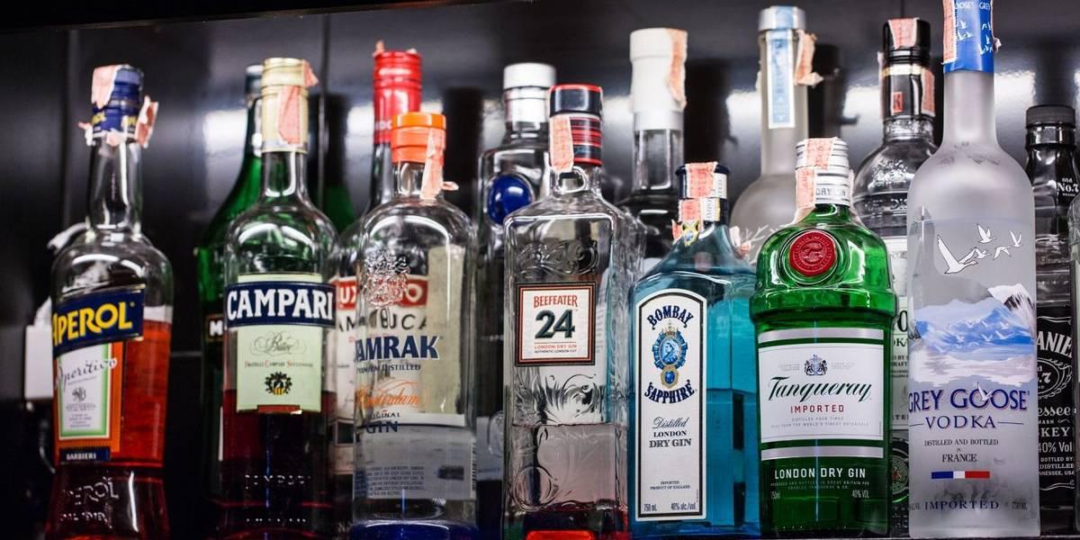 """Bencineras se quedarían sin vender """"copete"""": avanza reforma a Ley de Alcoholes"""