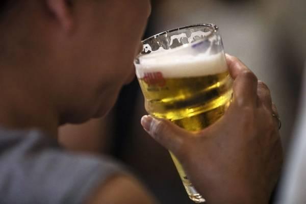 La sed fue más grande: hombre vulneró la cuarentena para tomar cerveza con un amigo