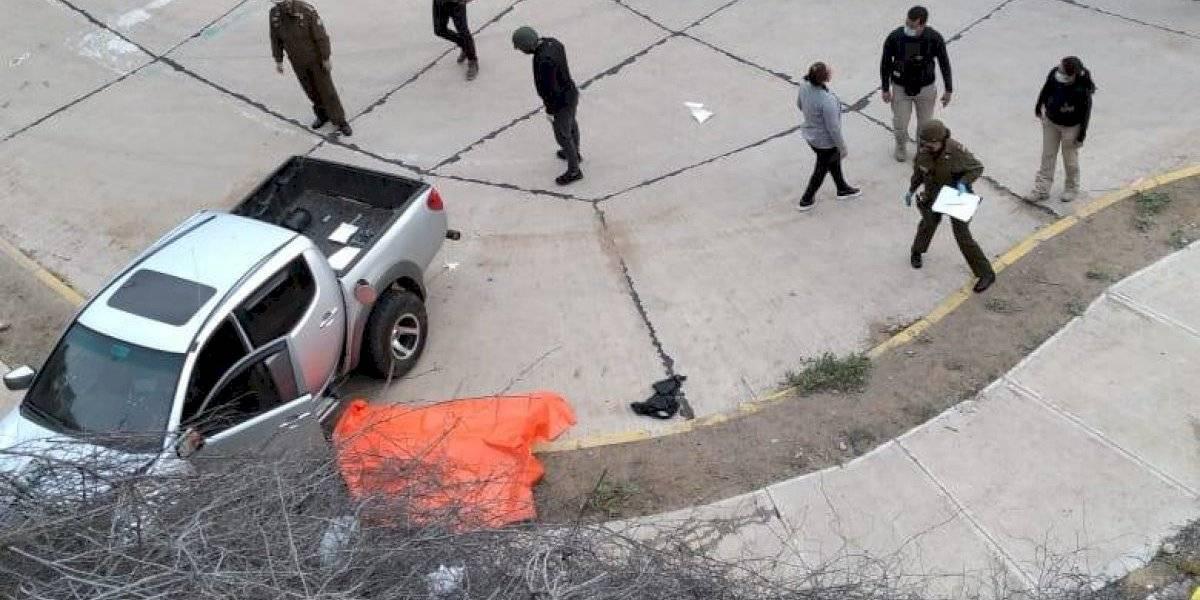 Operativo de película en La Serena: sujeto evade control sanitario y carabinero sube al pick up del vehículo