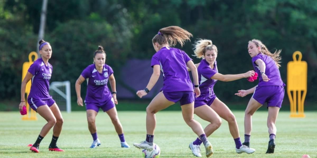 Equipo femenino de fútbol se retiró de la liga tras confirmar que varias jugadoras tienen coronavirus