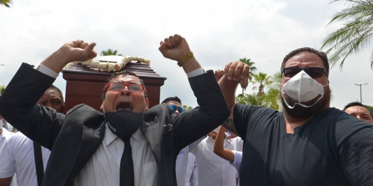 Carlos Luis Morales fue despedido en compañía de un amplio número de amigos y familiares