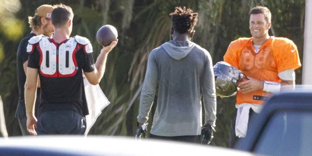 Brady no atiende recomendación y lidera entrenamiento en grupo