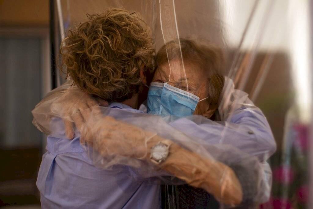 coronavirus plasticized hugs