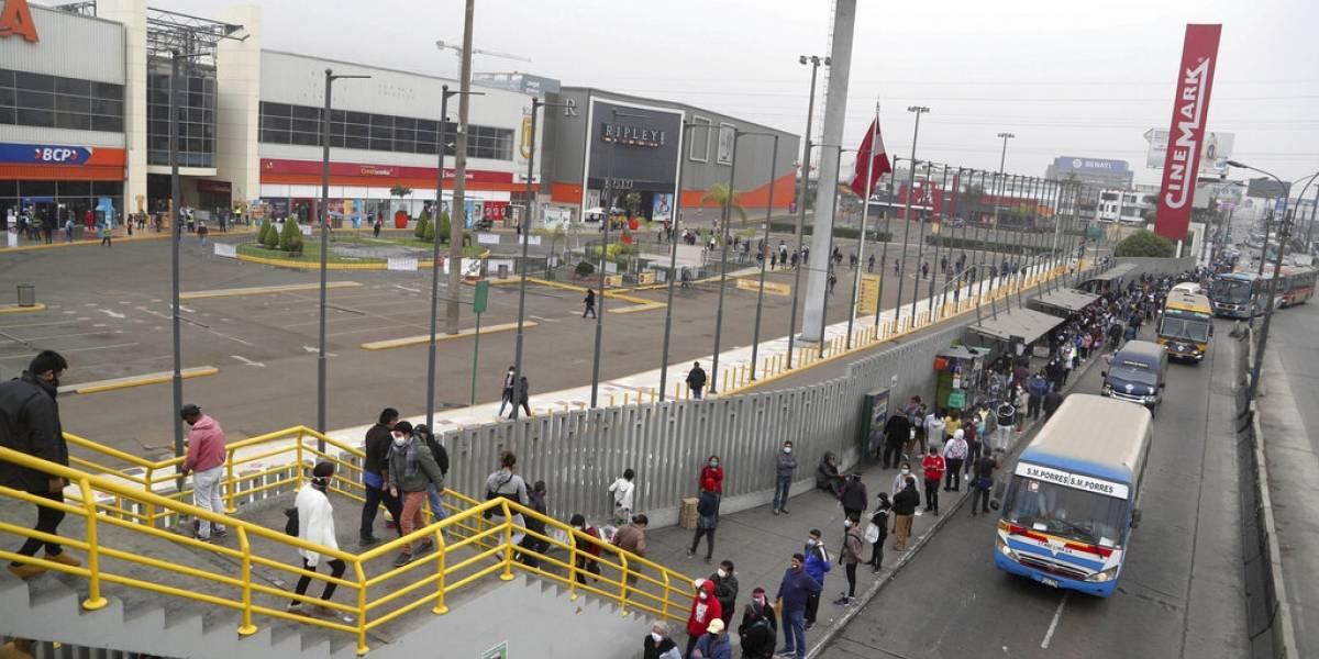 En todas partes pasa: Perú reabre centros comerciales y llegan miles de compradores