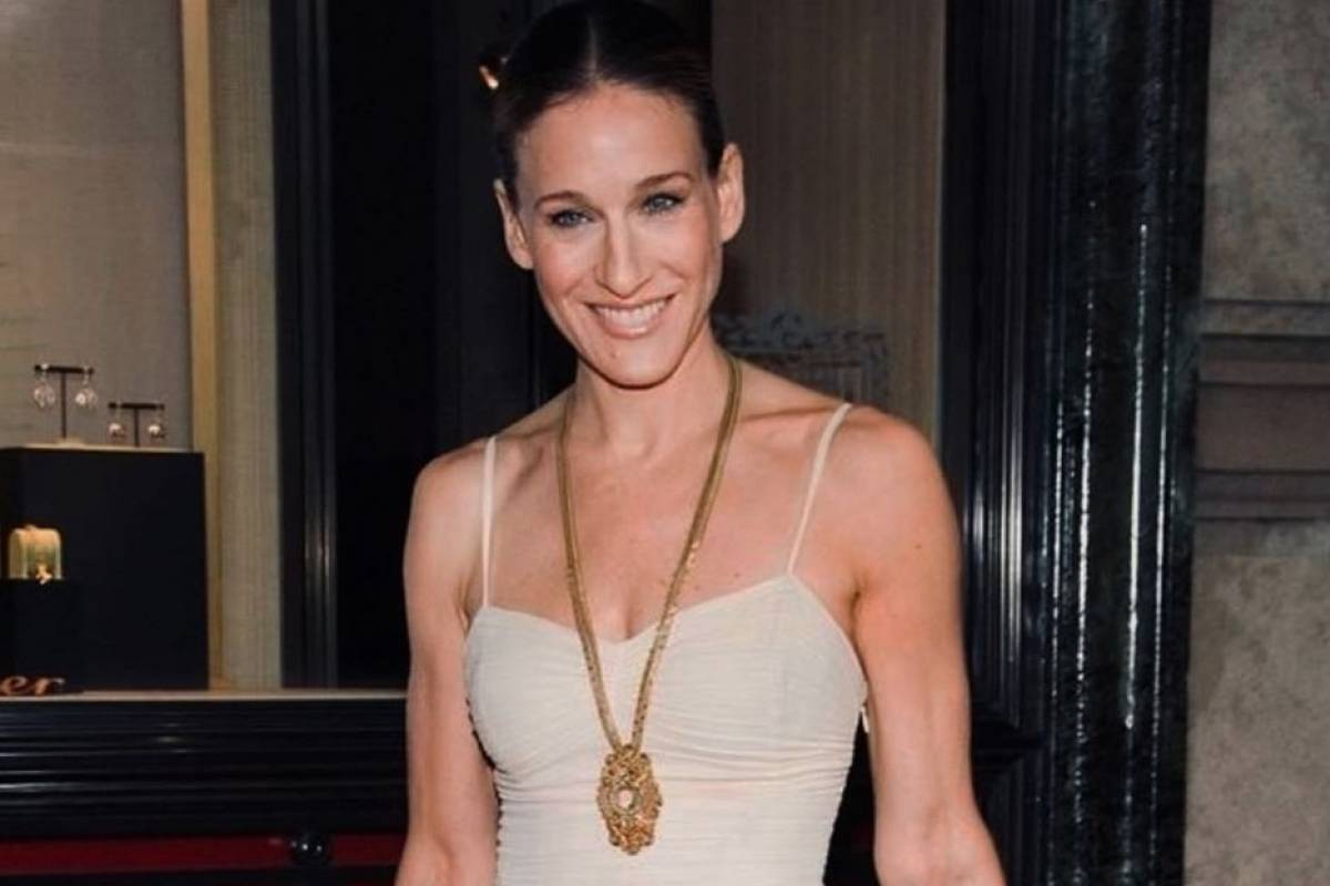 Sarah Jessica Parker In a black swimsuit as she soaked up