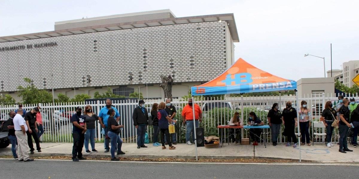 Empleados de Hacienda reclaman bono por labores en medio de la pandemia